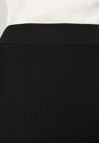 MICHAEL Michael Kors - PLEAT MIDI SKIRT - Áčková sukně - black - 4