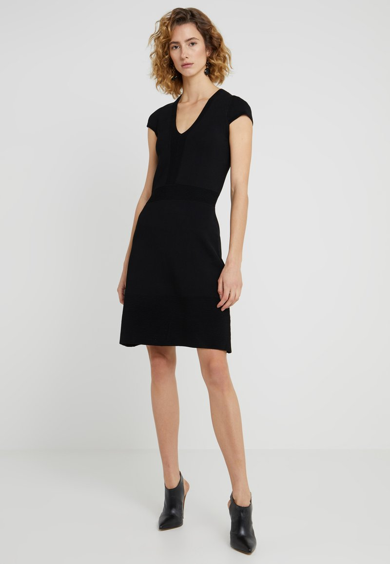 MICHAEL Michael Kors - FLAR DRESS - Strikket kjole - black