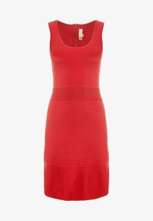 Strikket kjole - bright terra cotta