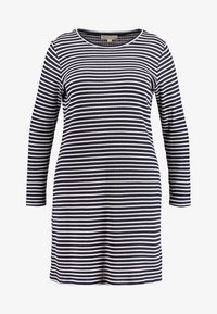 MICHAEL Michael Kors - PLUS STRIPED DRESS - Pletené šaty - true navy/white - 5