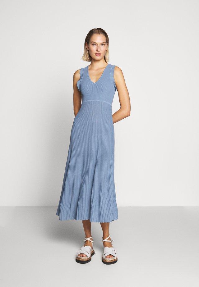PLEATED RUFFL DRESS - Vestido de punto - chambray
