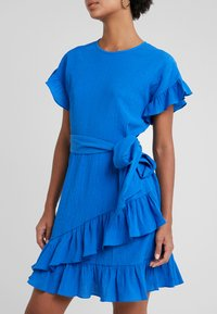 MICHAEL Michael Kors - RUFFLE WRAP DRESS - Denní šaty - grecian blue - 4