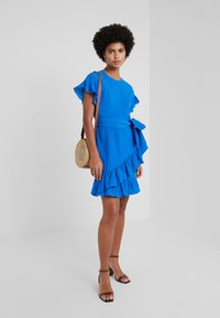 MICHAEL Michael Kors - RUFFLE WRAP DRESS - Denní šaty - grecian blue - 1