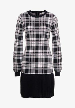 PLAID FLARE HEM DRESS - Gebreide jurk - garnet