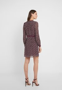 MICHAEL Michael Kors - PINTUCK DRESS - Korte jurk - garnet