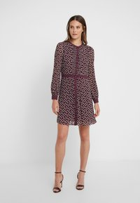 MICHAEL Michael Kors - PINTUCK DRESS - Korte jurk - garnet - 0