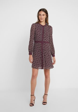 PINTUCK DRESS - Korte jurk - garnet