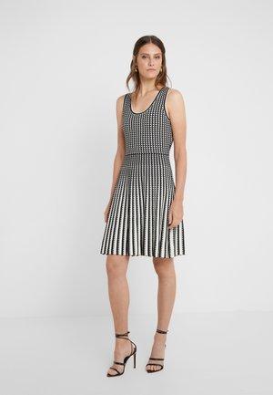Strikket kjole - black/bone