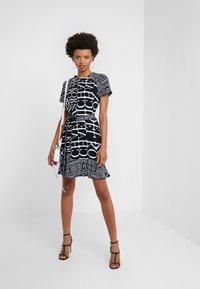 MICHAEL Michael Kors - RAGLAN DRESS - Denní šaty - black/white - 1