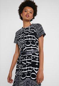MICHAEL Michael Kors - RAGLAN DRESS - Denní šaty - black/white - 4