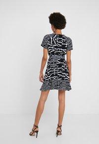 MICHAEL Michael Kors - RAGLAN DRESS - Denní šaty - black/white - 2