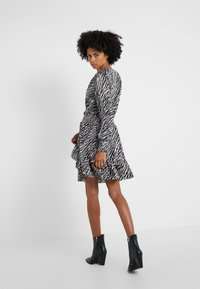 MICHAEL Michael Kors - SAFARI DRESS - Vestido informal - gunmetal - 2