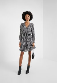 MICHAEL Michael Kors - SAFARI DRESS - Vestido informal - gunmetal - 1