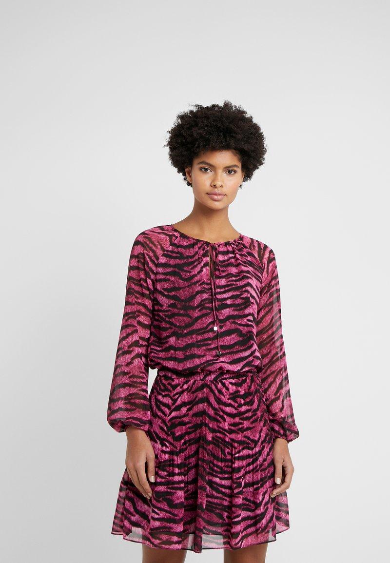MICHAEL Michael Kors - BENGAL RAGLAN DRESS - Day dress - electric pink