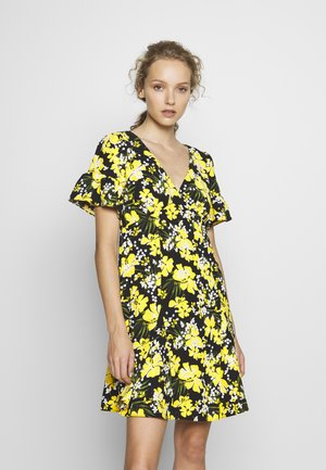 TROP SQN FLARE DRESS - Denní šaty - black/bright dandelion
