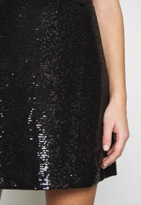 MICHAEL Michael Kors - SEQUIN DRESS - Koktejlové šaty / šaty na párty - black - 6