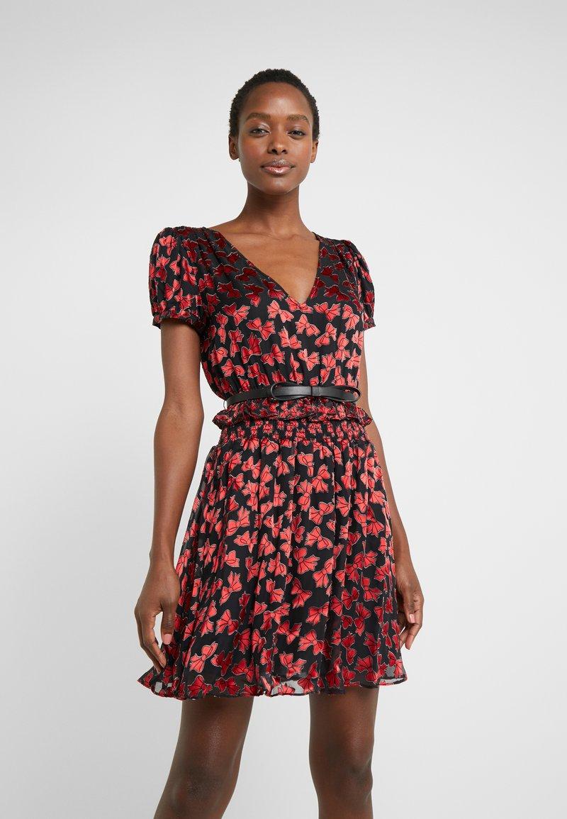 MICHAEL Michael Kors - BOLD BOW MIX DRESS - Koktejlové šaty/ šaty na párty - scarlet