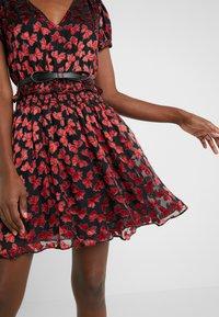 MICHAEL Michael Kors - BOLD BOW MIX DRESS - Koktejlové šaty/ šaty na párty - scarlet - 5