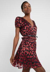 MICHAEL Michael Kors - BOLD BOW MIX DRESS - Koktejlové šaty/ šaty na párty - scarlet - 3