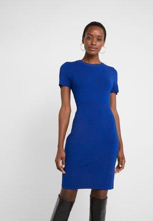 Pouzdrové šaty - twilight blue