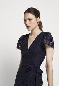 MICHAEL Michael Kors - LACE WRAP DRESS - Denní šaty - true navy - 5