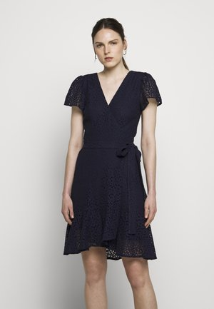 LACE WRAP DRESS - Hverdagskjoler - true navy