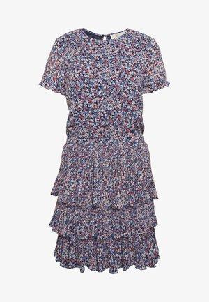 PLEAT TIER DRESS - Vapaa-ajan mekko - coral peach