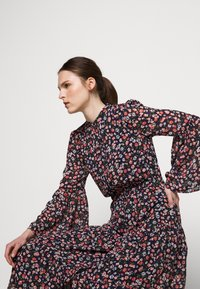 MICHAEL Michael Kors - SLEEVE DRESS - Košilové šaty - coral/peach - 3