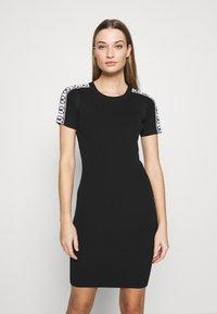 MICHAEL Michael Kors - CIRCLE TAPE DRESS - Pouzdrové šaty - black - 0