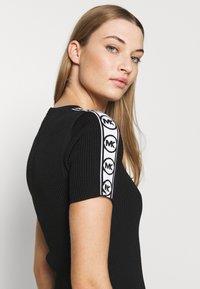 MICHAEL Michael Kors - CIRCLE TAPE DRESS - Pouzdrové šaty - black - 5