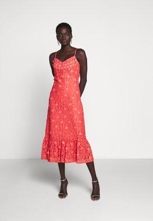 FLORAL DRESS - Koktejlové šaty/ šaty na párty - coral peach
