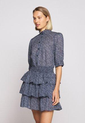 BLOSSOM SMOCK TIER DRESS - Skjortekjole - chambray