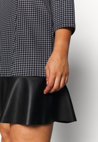 MICHAEL Michael Kors - MICRO COMBO TIER - Denní šaty - black/white - 3