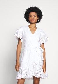 MICHAEL Michael Kors - EYELET WRAP DRESS - Sukienka letnia - white - 0