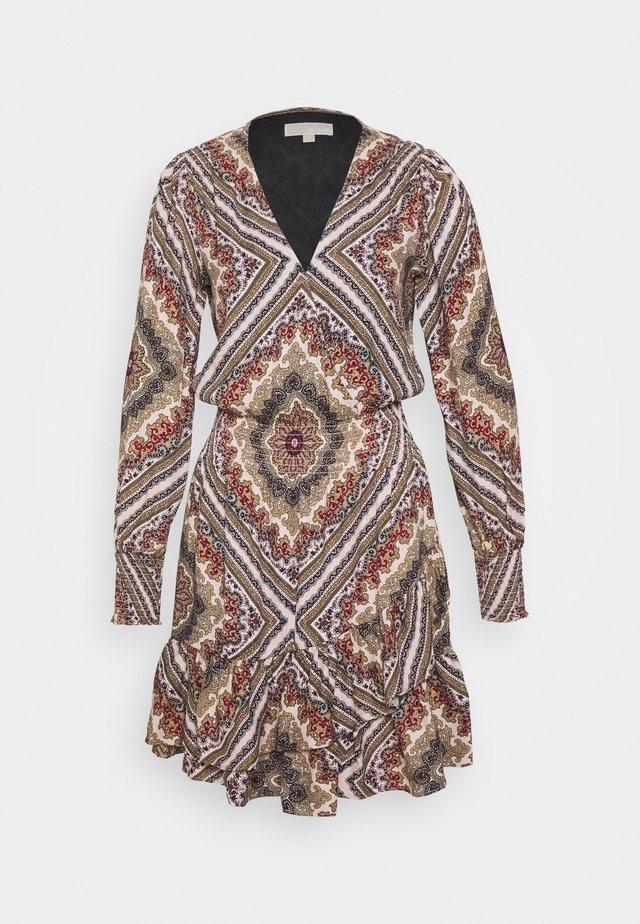 MEDALN SCARF - Sukienka letnia - powder blush