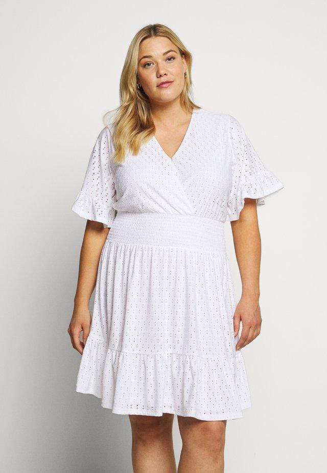 DOLMON - Žerzejové šaty - white