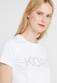 MICHAEL Michael Kors - T-shirt imprimé - white - 3
