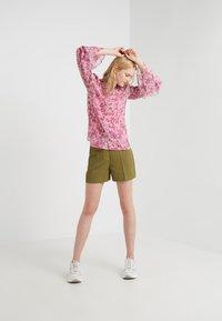 MICHAEL Michael Kors - SMOCK TOP - Skjorte - hibiscus - 1