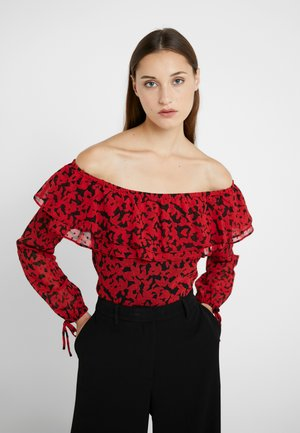 OFF SHOULDR RUFFLE  - Bluzka - black/scarlet