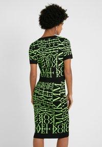 MICHAEL Michael Kors - PATTERN CREW - T-shirt print - black/neon yellow - 2