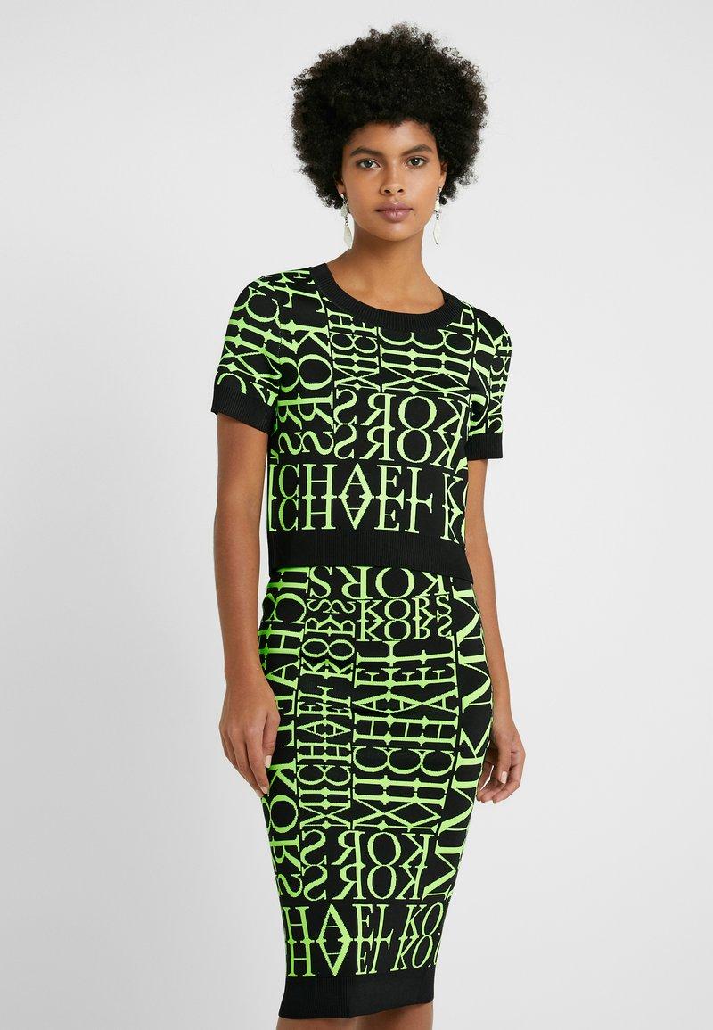 MICHAEL Michael Kors - PATTERN CREW - T-shirt print - black/neon yellow