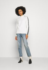 MICHAEL Michael Kors - TRIM TURTLE NECK - Svetr - white