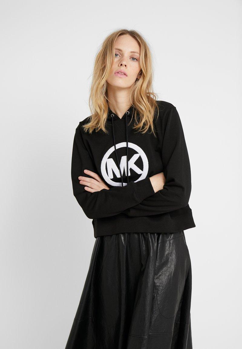 MICHAEL Michael Kors - LOGO HOODIE - Jersey con capucha - black