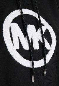 MICHAEL Michael Kors - LOGO HOODIE - Jersey con capucha - black - 5