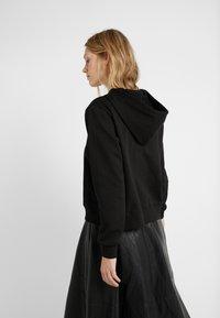 MICHAEL Michael Kors - LOGO HOODIE - Jersey con capucha - black - 2