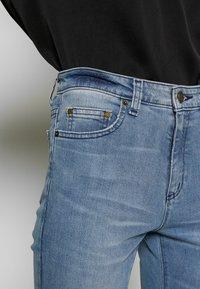 MICHAEL Michael Kors - SELMA - Skinny džíny - light indigo - 5