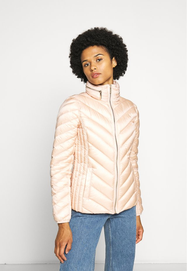 SHORT PACKABLE PUFFER - Dunjakker - powder blush