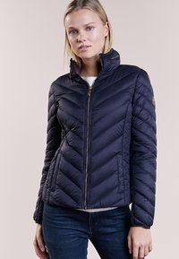 MICHAEL Michael Kors - SHORT PACKABLE PUFFER - Chaqueta de plumas - dark navy - 0