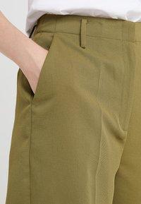 MICHAEL Michael Kors - Shorts - smokey olive - 3