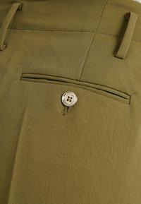 MICHAEL Michael Kors - Shorts - smokey olive - 5